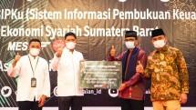 Pegadaian Serahkan Aplikasi Sistem Informasi Pembukuan Keuangan Kepada MES Kota Padang