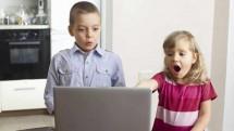 Ilustrasi Anak Mengakases Internet (Ist)