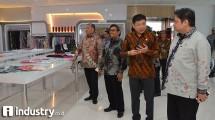 Menteri Perindustrian Airlangga Hartarto berbincang dengan Direktur Utama PT Sritex Iwan Setiawan Lukminto (kemenperin.dok)