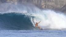 Wisatawan Berselancar (Surfing) di Nihi Sumba Island, Nusa Tenggara Timur (Foto:www.gonetogetsalty)