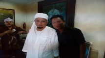 KH Muhammad Arifin Ilham bersama Wiyanto jurnalis Industry.co.id